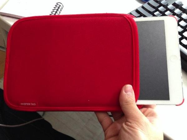 iPadminiかばんに入れる