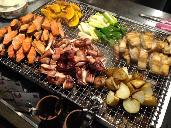 焼き魚コーナーにはほっけ、イカ焼き、鮭、鯖等並んでいました